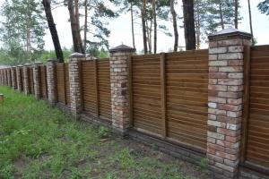 Забор обшитый деревом