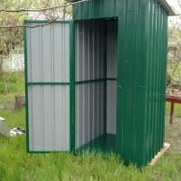 Туалет обшитый проф. настилом.