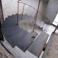 Лестница радиусная на одном косоуре