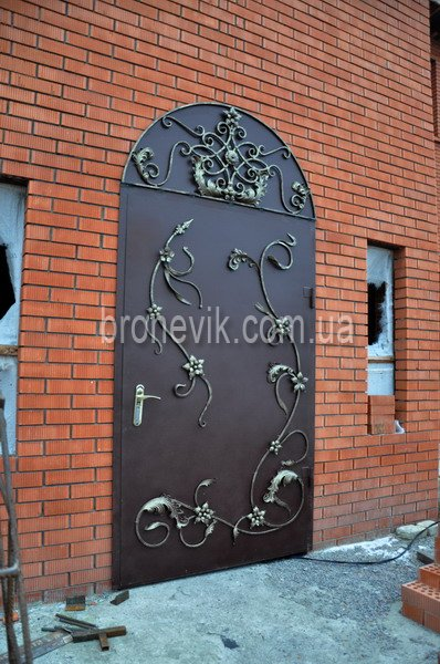 Дверь входная кованная